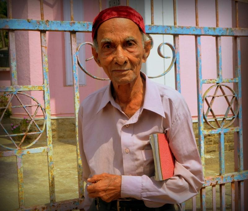 1-Jacob-Dandekar-chazan-Magen-Avot-Alibag-India-001_228